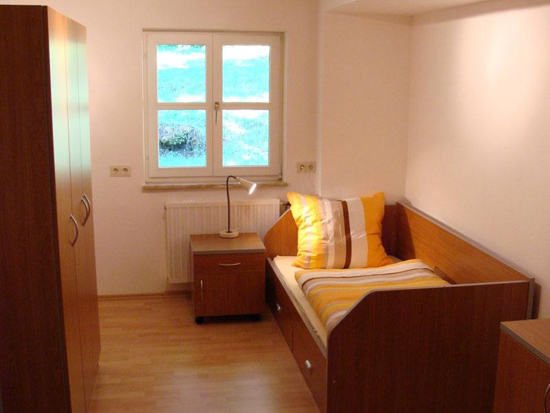 herzogs gm hle ankommen. Black Bedroom Furniture Sets. Home Design Ideas